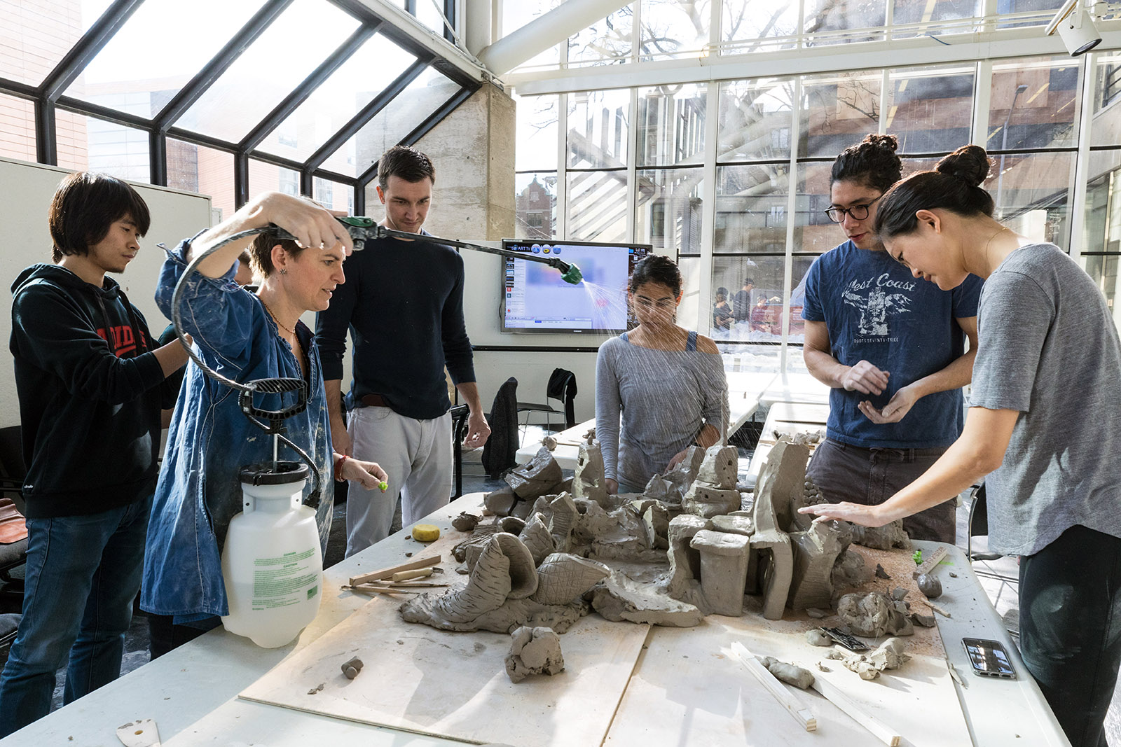 Students in Anna Heringer's January term workshop explore model-making with clay.