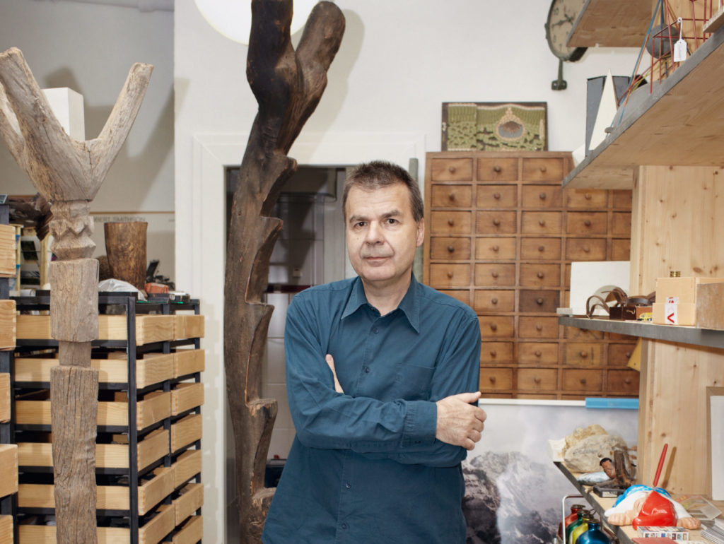 Image of Gunther Vogt standing in front of shelves with plant paraphernalia