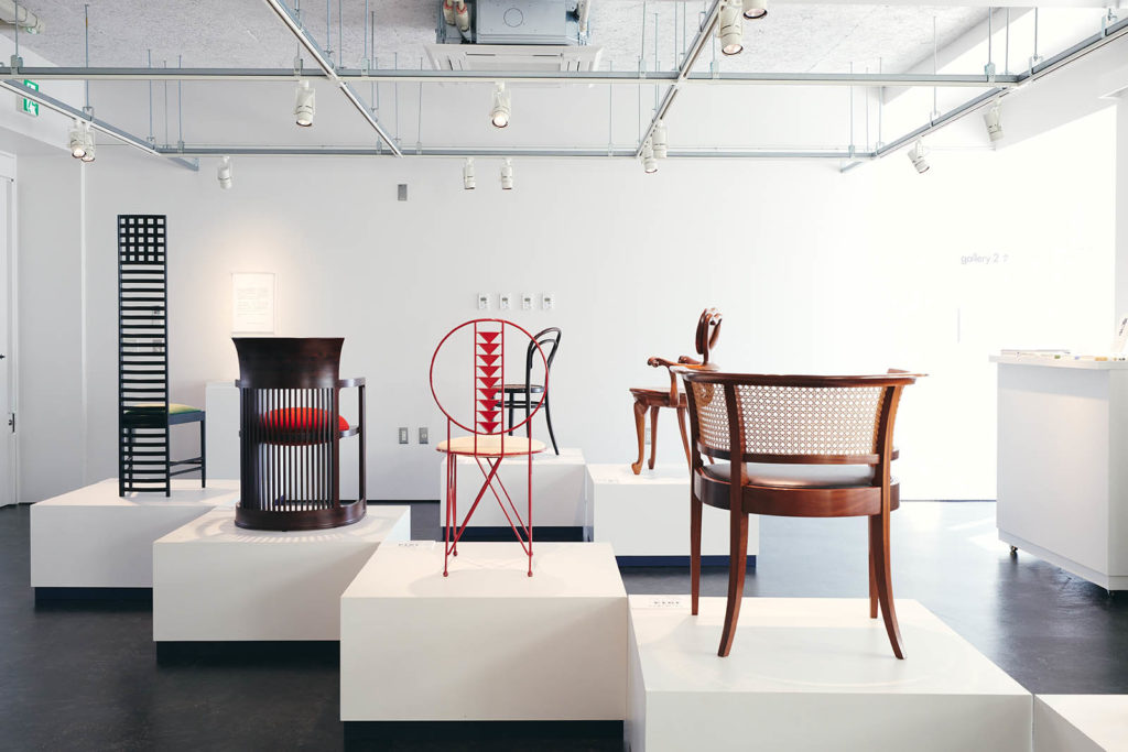 Oda chairs exhibited at the Higashikawa Arts Exchange Center